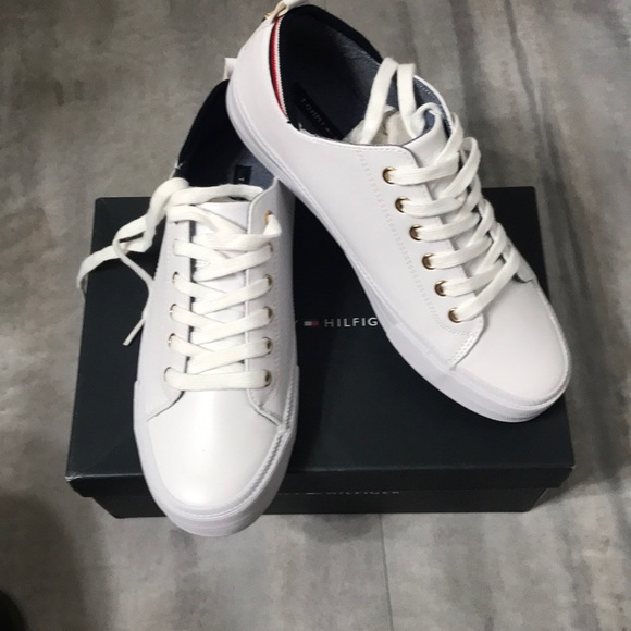 Tommy Hilfiger Womens Two Low Top Lace